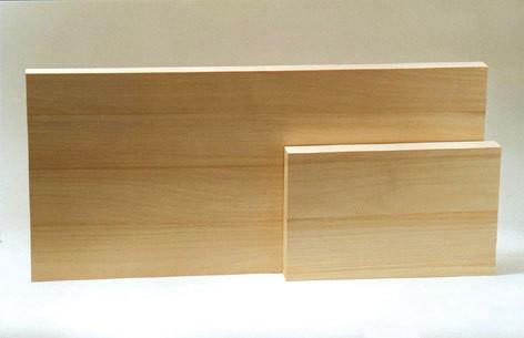 Zwei Holzbretter für Grundkursübungen 28x16x3 cm und 60x28x3 cm