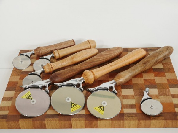 Pizzaschneider mit Holzgriff